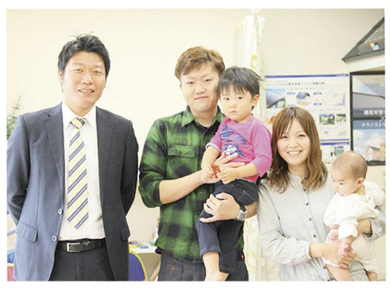 営業担当さんと家族写真