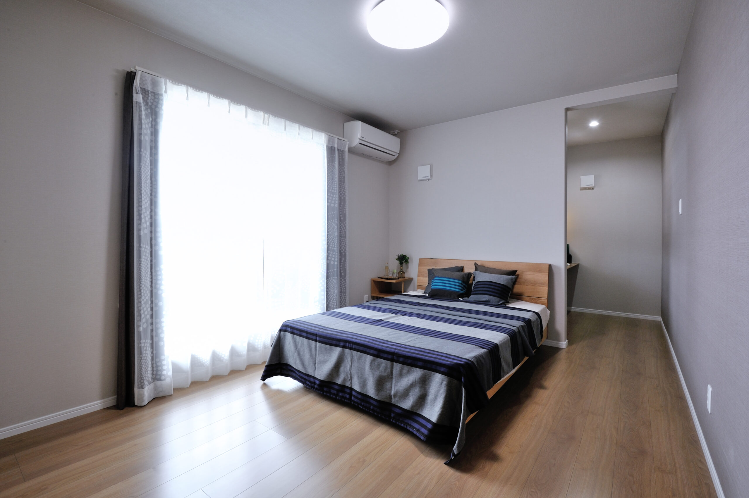 暖かな光が差すお家 寝室