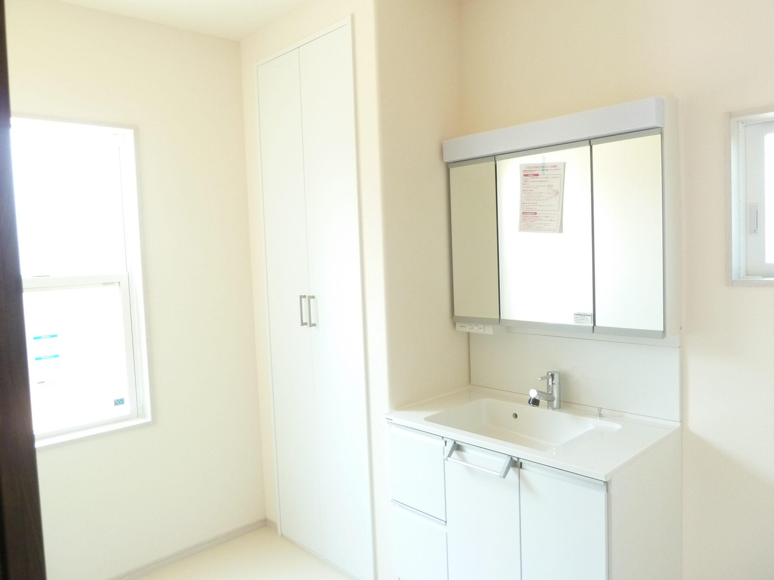 玄関収納がたくさんあるお家 洗面所