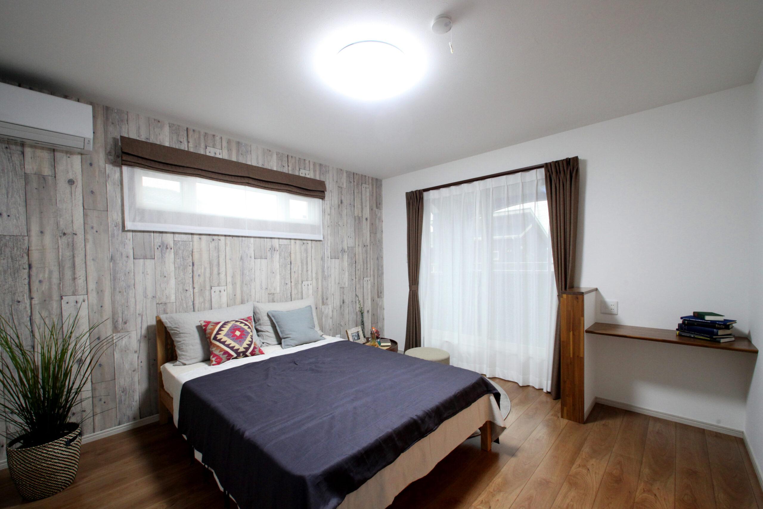 魅せる収納とナチュラルシックな内装の家 寝室