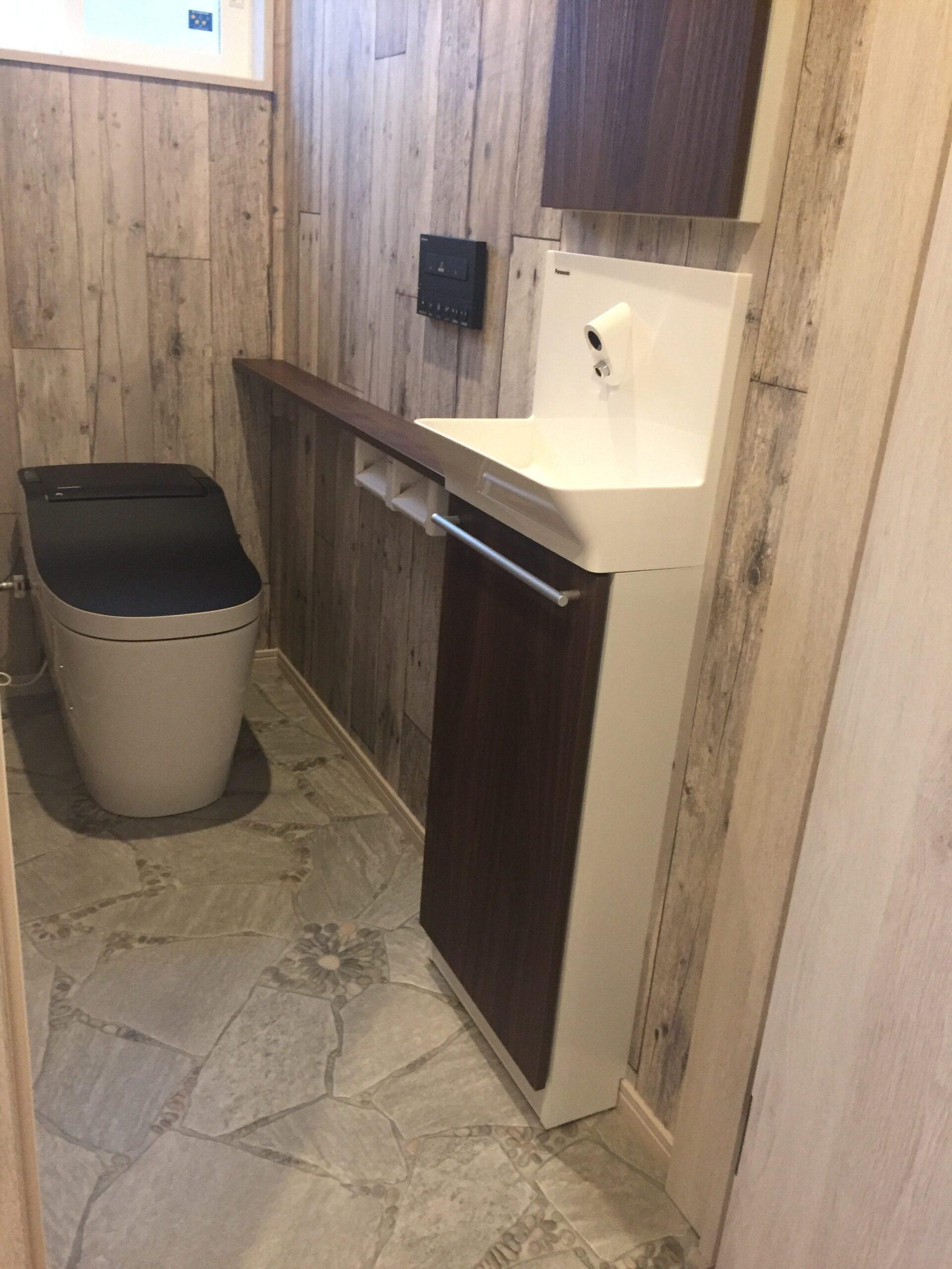 かわいいプロヴァンススタイルの家 トイレ