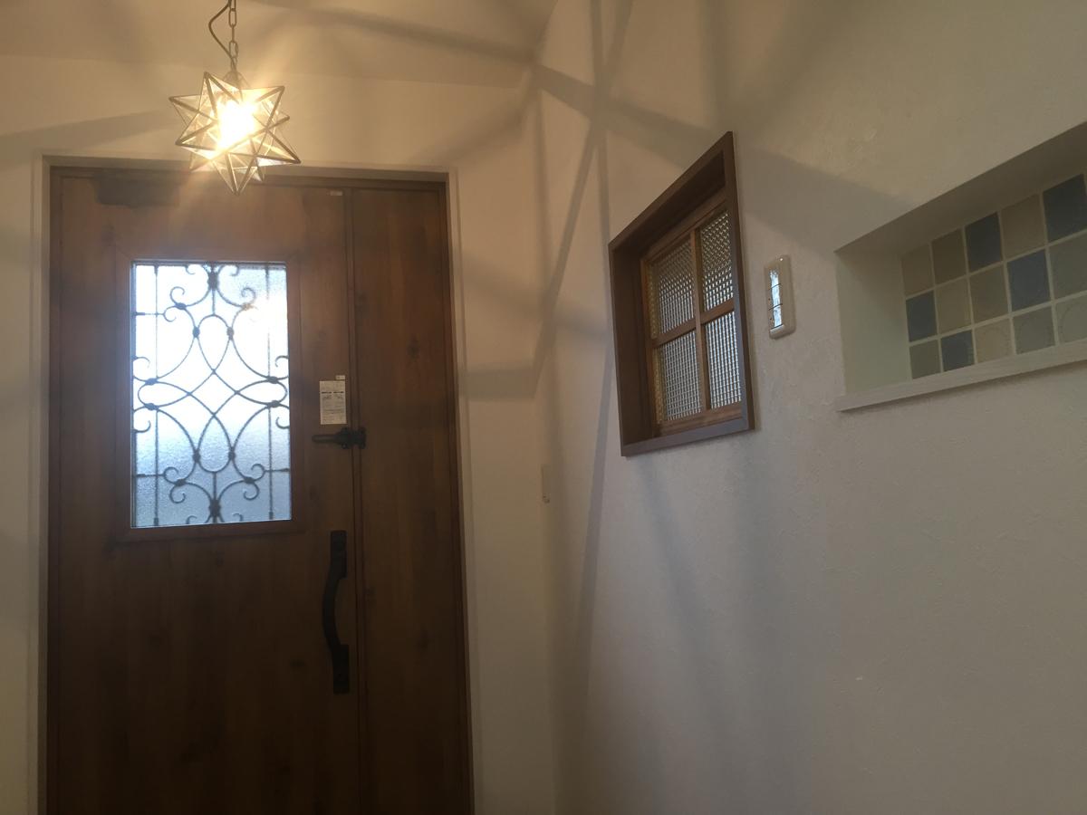 キッチンが映える平屋の家 玄関