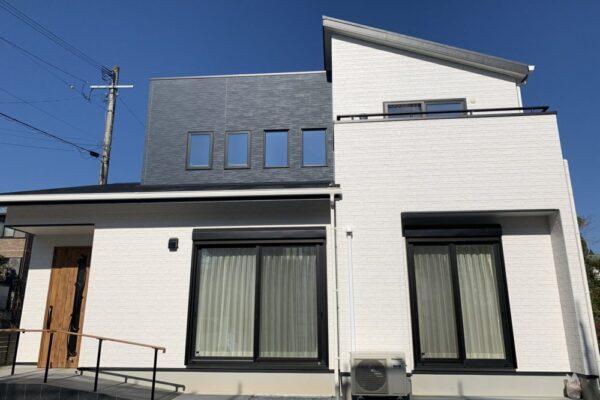 オープン階段と吹抜けのある開放的な家 外観