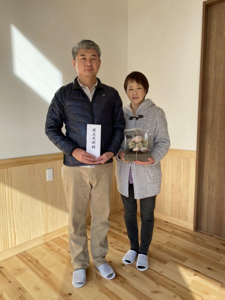 【飯塚市】T様邸お引渡し ご夫婦で記念撮影