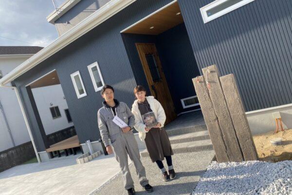 【飯塚市】I様邸お引渡し ご夫婦で記念撮影