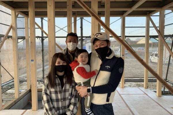 【飯塚市】T様邸にて上棟 家族写真